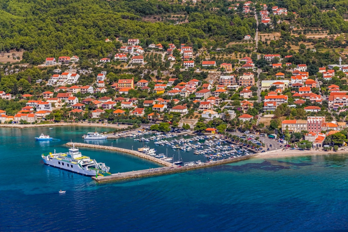 'Helicopter aerial shoot of tourist destination Orebic on Peljesac peninsula, Croatia' - Dubrovník