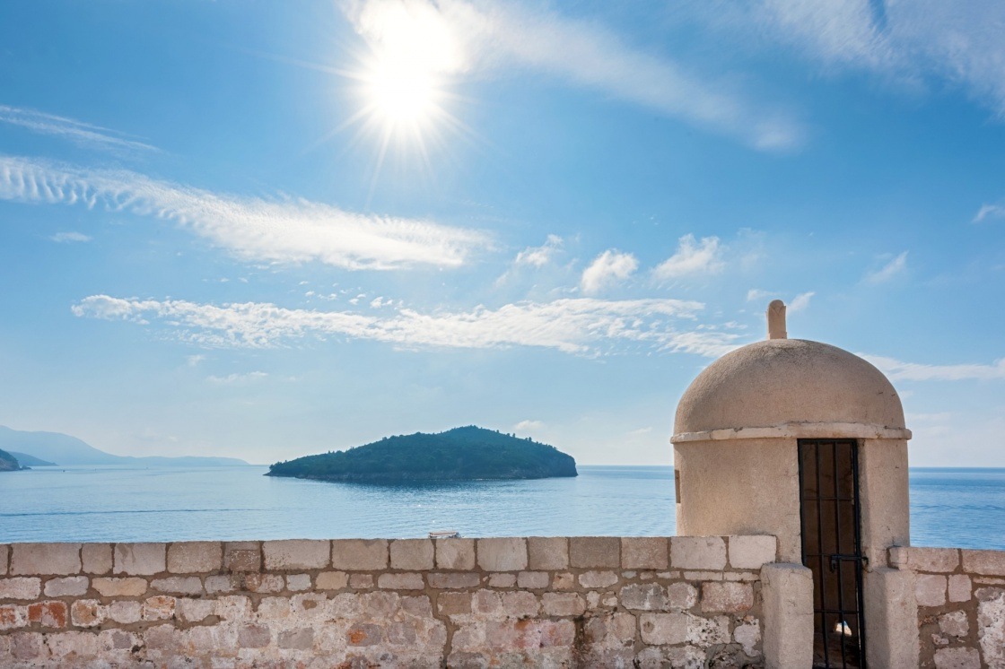 'Gun turret on old city walls of Dubrovnik city (Croatia) with island Lokrum in background.' - Dubrovník